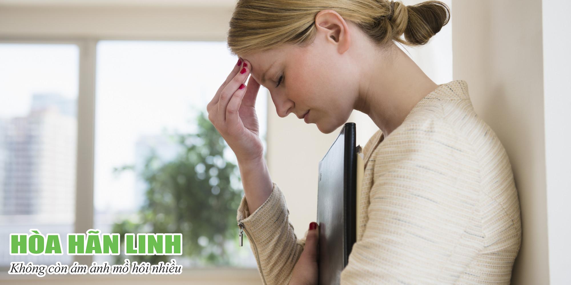 Mồ hôi thường tiết ra nhiều hơn khi chúng ta lo lắng, căng thẳng